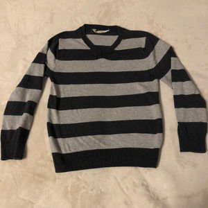 Light V-neck sweater size 6-8 stripes